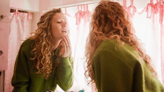 Ergenlik Sivilcesi Neden Çıkar, Nasıl Tedavi Edilir?